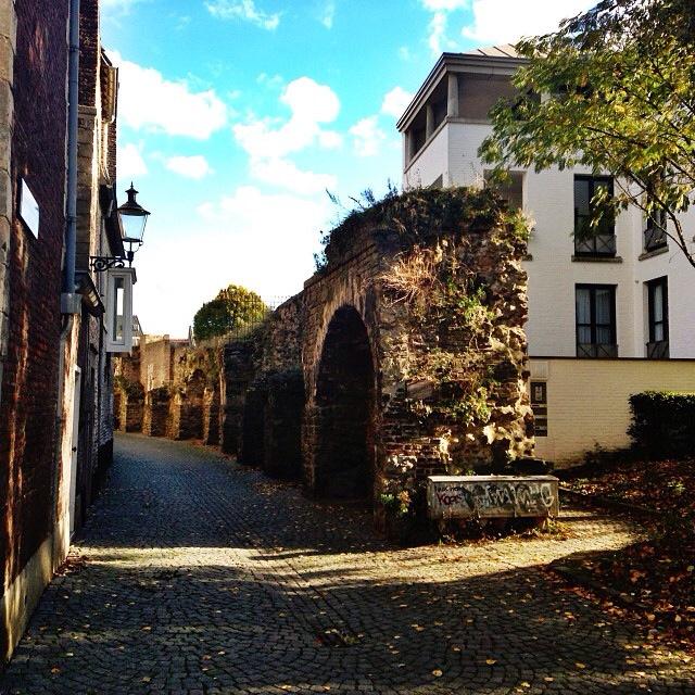 Lang Grachtje in the autumn sun [photo]