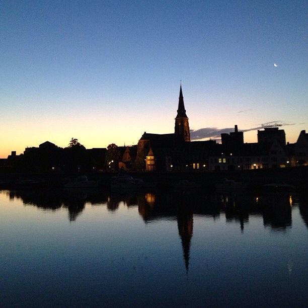Maas bank Wyck at night